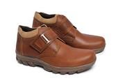 Sepatu Adventure Pria SP 504.05